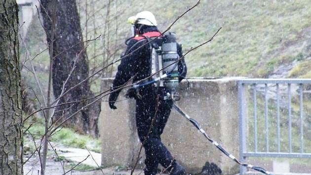 Povodí Moravy opravovalo jez Paulinka na řece Svitavě poblíž hlavního vlakového nádraží v Blansku. Jez poškodily naplaveniny.