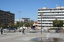 V Blansku chybí náměstí, které by tvořilo dominantní a jasný střed města, místo k setkávání lidí. Centrum města je tak rozptýlené mezi tři prostory, mezi Wanklovo náměstí, Náměstí republiky a náměstí Svobody.