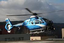 Na chování řidičů na problematickém tahu I/43 dohlíželi ve čtvrtek policisté i ze vzduchu. Vrtulník startoval z heliportu blanenské nemocnice.