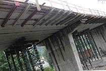 Opravovaný most na silnici I/43.