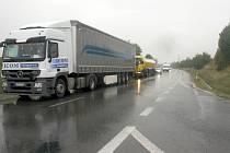 Nehoda dvou dodávek zkomplikovala dopravu u Bučovic.