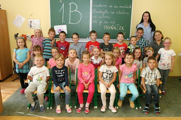 Žáci 1.B ze ZŠ Ronovská vAdamově sučitelkou Lenkou Dohovou.