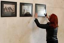 Prostory přízemí letovického zámku zaplnila výstava snímků blanenské fotografky Barbory Grünwaldové. Na výstavě nazvané V prostoru a čase si návštěvníci prohlédnou fotografie letovického zámku. Je otevřená až do října.