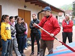 Učitele si žáci oblíbili i v hodinách tělocviku.