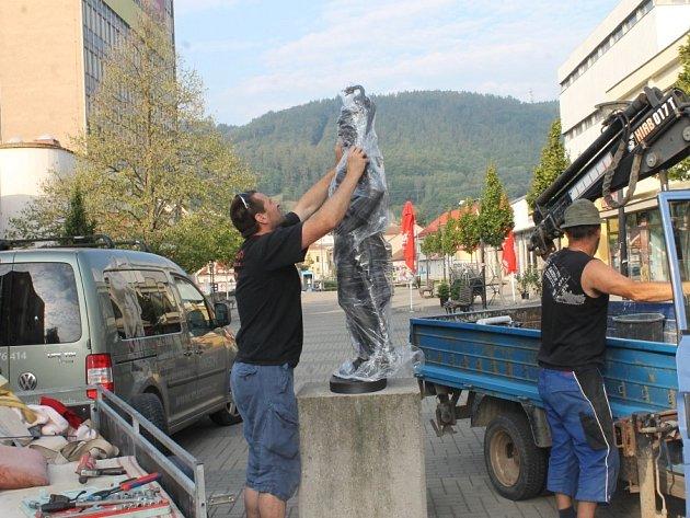 Do Blanska se v pátek ráno vrátily dvě zrestaurované sochy.