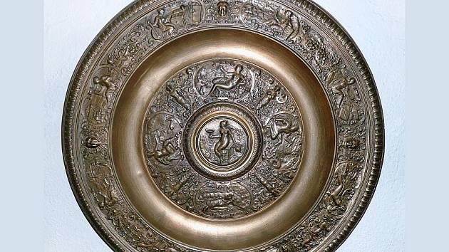 Jedny z nejstarších předloh pro uměleckou litinu v Blansku byly pozdně renesanční cínařské práce, jenž pocházely z norimberských dílen. Nejznámější z nich je tzv. wimbledonská mísa.