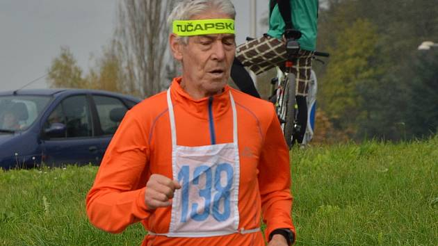 Sedmasedmdesátiletý vytrvalec Milan Hrubý z Blanska.