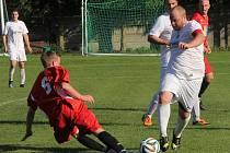 Fotbalisté Ráječka (v červeném) proti Bosonohám. Ilustrační foto.
