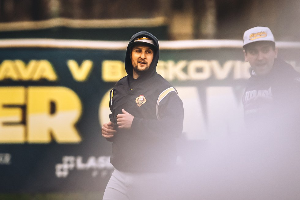 Blanenští baseballisté (v bílém) na úvod extraligové sezony třikrát podlehli Hrochům z Brna.