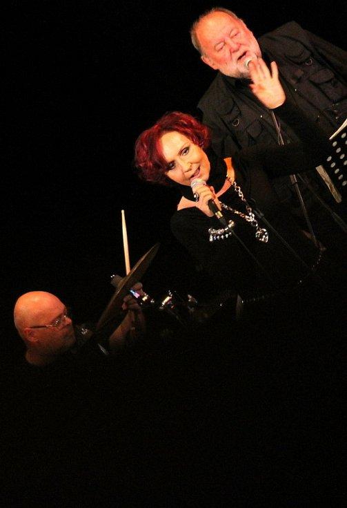 Petra Janů okouzlila blanenské fanoušky spolu s kapelou Golem.