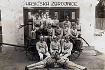 Historická fotografie členů hasičského sboru z Nýrova.