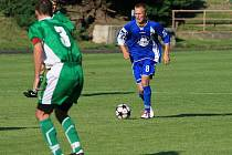 Fotbalisté Boskovic (v modrém) porazili doma Bzenec 3:0 a vedou krajský přebor.