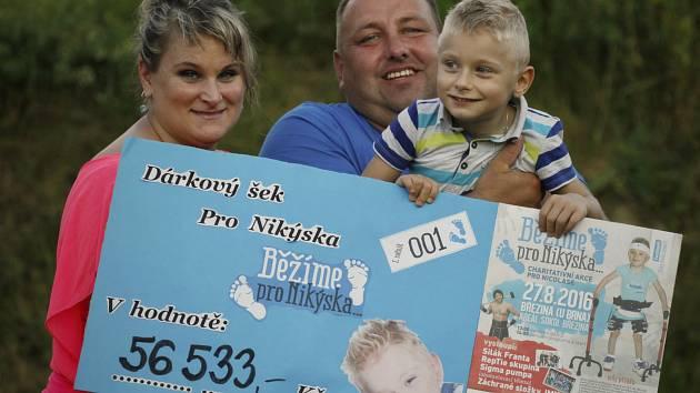 Lidé v sobotu v Březině běželi pro Nikýska, který trpí dětskou mozkovou obrnou.