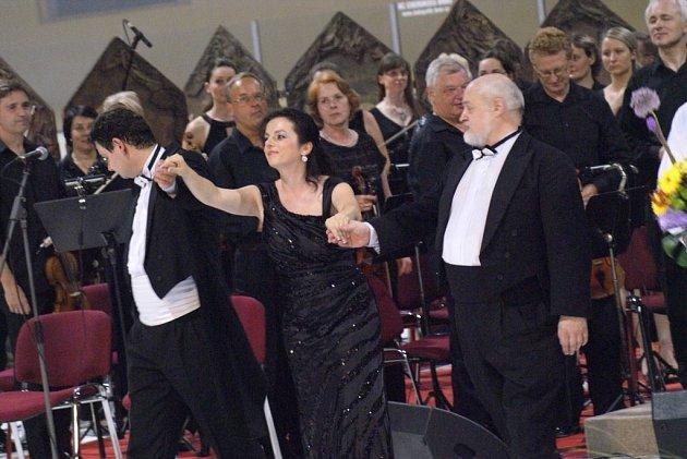 Loňský rok byl pro sbor jubilejním rokem, kdy si prostřednictvím rozmanitých akcí připomněl 150.výročí založení. Členové Rastislava absolvovali sérii gala koncertů, výstav, komorních pořadů, křestu DVD ohistorii sboru.