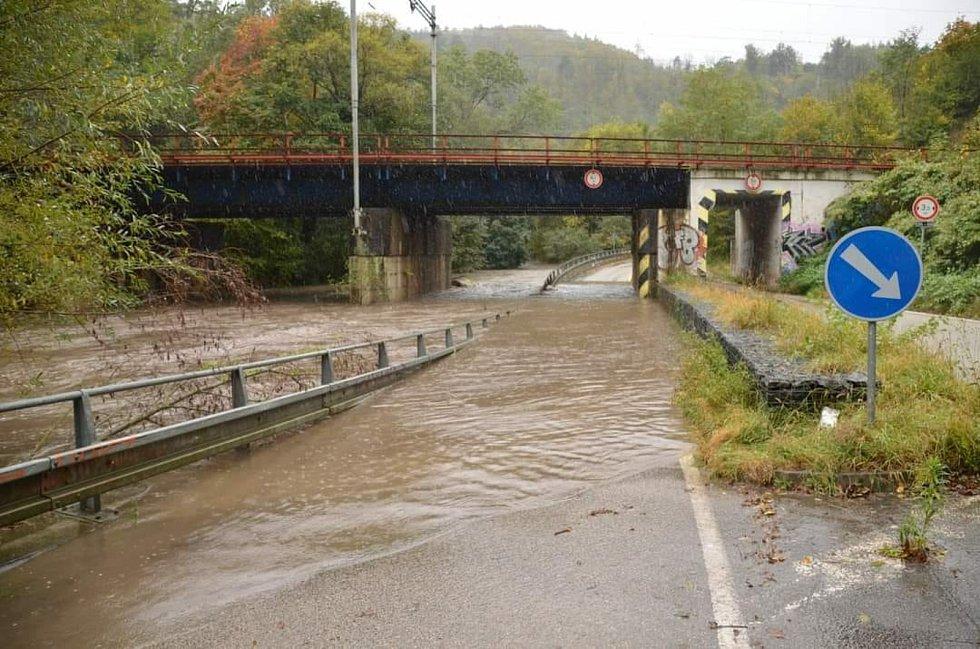 Rozvodněná řeka Svitava nedaleko Adamova.