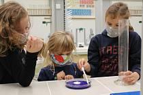 Blanenská ZŠ Salmova se v době stavu nouze stará o děti rodičů z první linie. Foto: archiv školy