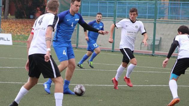 Blanensko (v bílém) ještě čtvrthodinu před koncem utkání vedlo, nakonec se z Mostu vrátilo bez bodu.