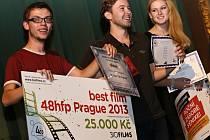 Formace filmových nadšenců Little Cube, která točí v amatérských podmínkách propagační spoty, hudební videoklipy a nezávislé autorské filmy, bodovala. Se snímkem Kašlu na to nedávno ohromila porotu na soutěži Prague 48 Hour Film Project.