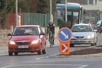 Blanenská ulice Svitavská je po opravách otevřená od začátku listopadu. Cyklisté ji zatím moc neprověřili, protože mají po sezoně. Ale na jaře mohou nastat problémy. Na silnici totiž přibyly ostrůvky a auta budou cyklisty předjíždět obtížněji.