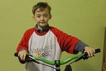 Šestiletý biketrialista Václav Kolář z Benešova má velký vzor. Jeho jmenovec z Blanska je mistr světa. Jednou chce být úspěšný jako on.