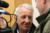 Řidič autobusu Josef Žubor u Okresního soudu v Blansku.