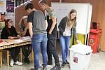 Studenti blanenského gymnázia si vyzkoušeli volby do Poslanecké sněmovny Parlamentu České republiky.