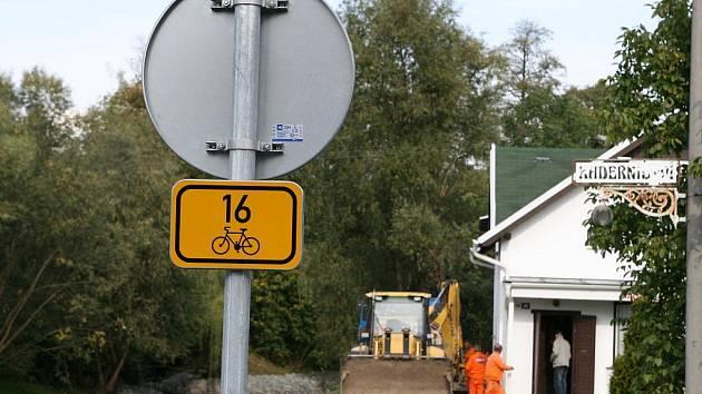 Práce na části cyklostezky finišují