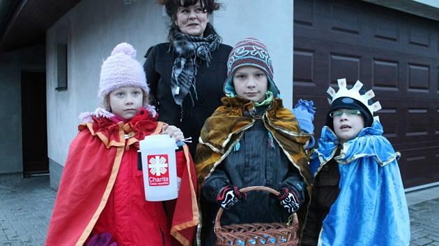 Tříkráloví koledníci vyrazili i do ulic na Blanensku