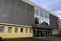 Dramaturg a hudebník Vít Šujan nastoupí na post ředitele Kulturního střediska města Blanska. Od prvního listopadu. Kulturní středisko města Blanska sídlí v Dělnickém domě (na snímku) a kromě kina spravuje také galerii či orchestr. Pořádá i kulturní a jiné