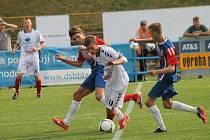 Fotbalisté Blanska prohráli doma s Vyškovem (v bílém) 2:3.