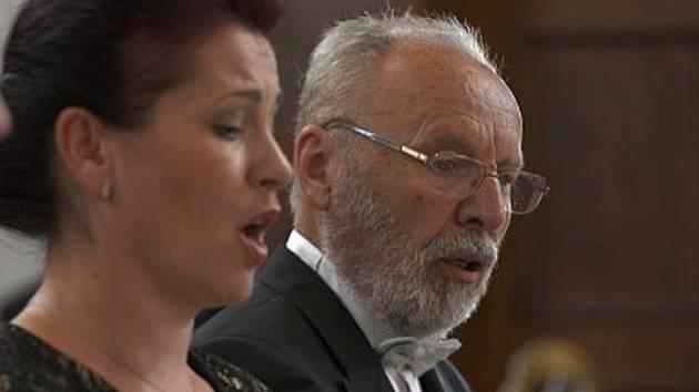 Dirigent Jaroslav Martinásek.