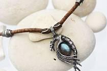 Šperky? To jsou amulety s ukrytými příběhy, říká zlatník z Jedovnic Ondřej Chalupa.