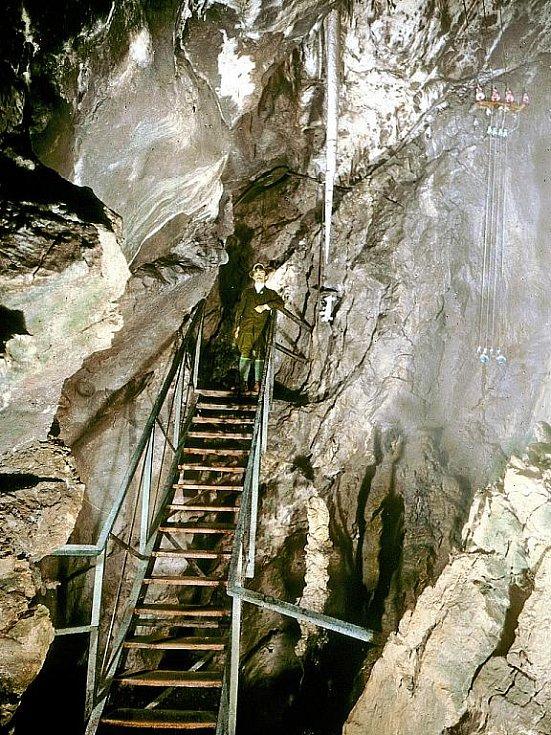 Přední dóm Punkevních jeskyní po zpřístupnění veřejnosti v roce 1910.