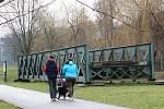 Torzo unikátního Ježkova mostu dominuje nábřeži u Svitavy v Blansku. Šance vybudovat na něm malé železniční muzeum je stále mizivá.