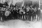 Momentka z Velkých Opatovic zachytila v říjnu 1918 oslavy místních k ukončení války a vzniku nové republiky. O několik dní později vysázeli Opatovičtí šestnáct lip svobody. Do současnosti se zachovala jediná z nich.