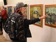 V horním sále letovického kulturního domu je nyní k vidění padesátka obrazů zpodobňujících město od deseti autorů.