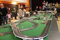 Drakoneček. Děti na akci mimo jiné soutěžily o to, komu se podaří nejrychleji projet maxiautodráhu, která byla letos dlouhá asi šedesát metrů.