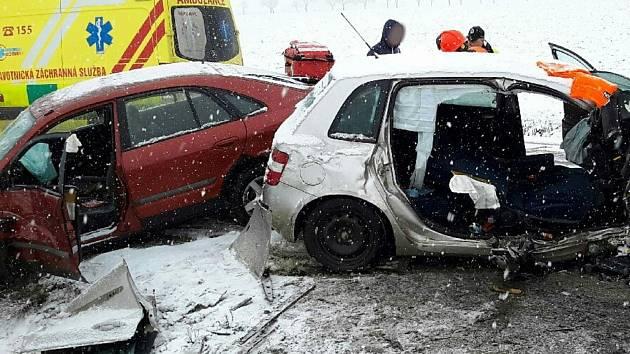 Hasiči, záchranáři, policie v pohotovosti. Ledovka potrápila jihomoravské řidiče
