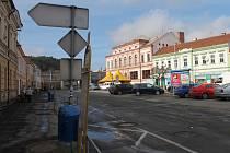 Letovičtí chtějí upravit část tamního Masarykova náměstí. Vadí jim nepřehledná dopravní situace a nedostatek parkovacích míst.