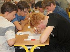 V prostorách blanenského gymnázia se v pátek uskutečnil oblastní turnaj v piškvorkách.