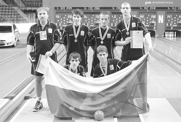 Družstvo dorostenců s trenérem Ladislavem Musilem.
