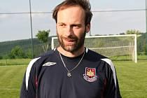 Trenér fotbalistů Vavřince Jiří Pokoj.