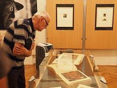 Specialitou spisovatele a výtvarníka Josefa Váchala byla totální umělecká knižní díla. Některá zájemci uvidí v Muzeu Blanenska do druhého října.
