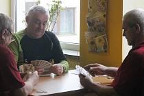Do pohostinství Boby v Okrouhlé se v sobotu sjeli příznivci mariáše. Konal se tam totiž známý turnaj Okrouhlecké eso. Za stoly zasedlo čtyřiapadesát hráčů z Blanenska a okolí.