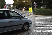 Dlouhé kolony. Troubení, túrování motorů a nervy na pochodu. Tak to několikrát denně vypadá v dopravních špičkách na ulici Sokolská v Boskovicích na Blanensku.