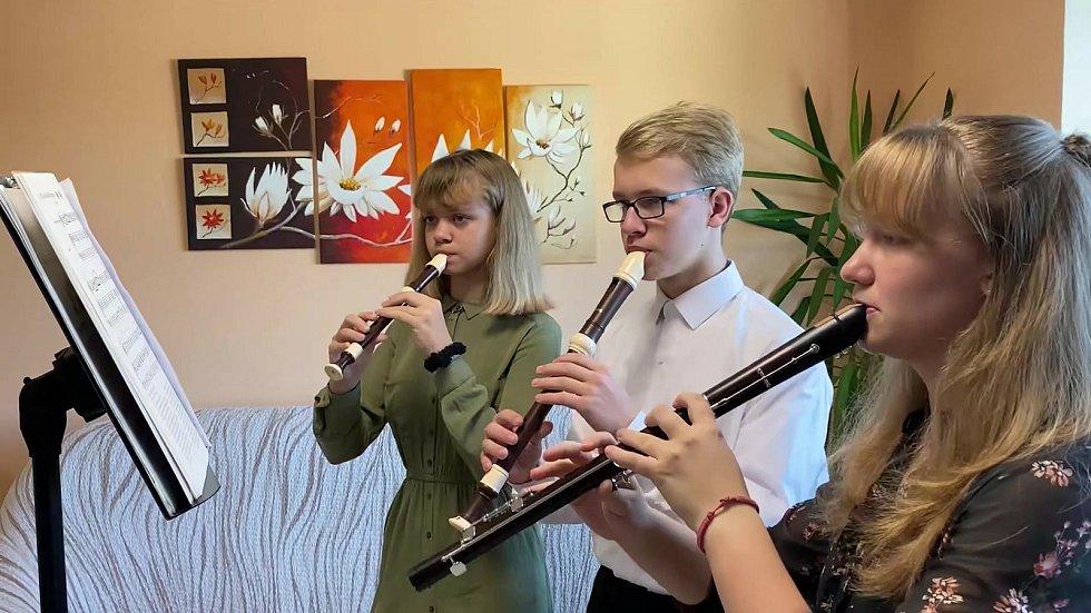 Letos se koncert nemohl konat naživo, proto učitelé zorganizovali offline přenos koncertu. FOTO: archiv ZUŠ