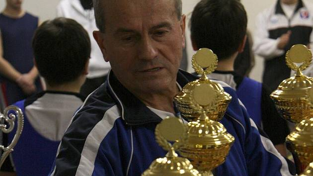 Čestmír Sekanina je trenérem a ikonou boskovických vzpěračů.