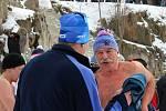 V neděli po poledni se v zatopeném lomu v Šošůvce sešli otužilci. Účastnily se i dvě známé osobnosti.