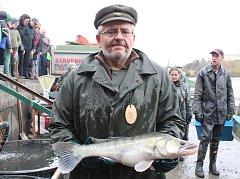 Výlov rybníka Olšovec přilákal do Jedovnic tisíce lidí.