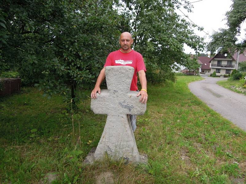 Po stopách smírčích křížů a kamenů se Zdeněk Přibyl z Ráječka tentokrát vypravil na Orlickoústecko. Do obcí Výprachtice, Verměřovice, Jablonného nad Orlicí a také do Semanína.